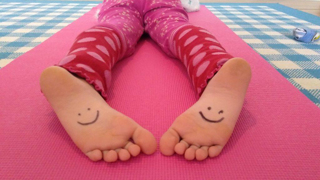 Füße mit Smiley